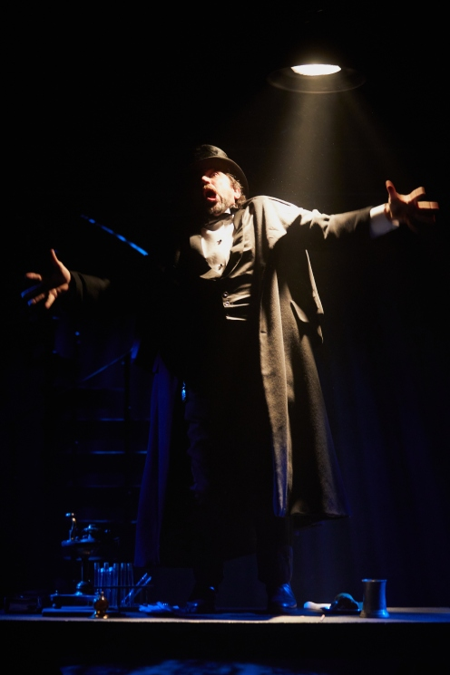 Dr Jekyll and Mr Hyde at the Rose Theatre. Photo by Mark Douet _50A2893